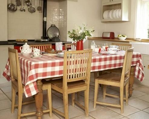 Кухня в городской квартире в деревенском стиле